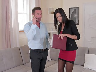 Sexy MILF is ready to close the deal by fucking with the guy
